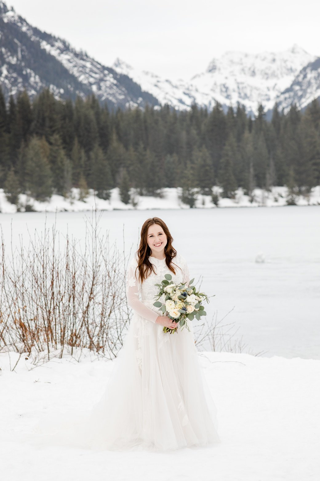Winter Bridal Session at Gold Creek Pond Trail_0001