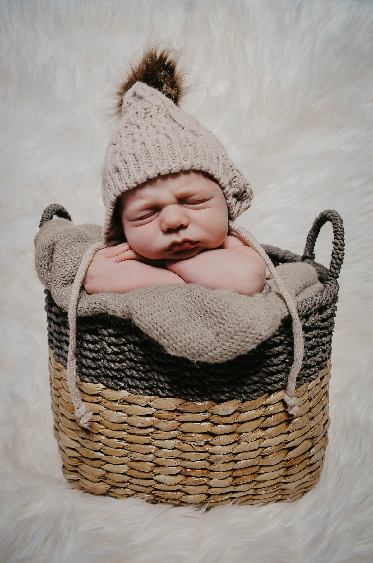 Captured by Lyndsey Newborn Photography 008