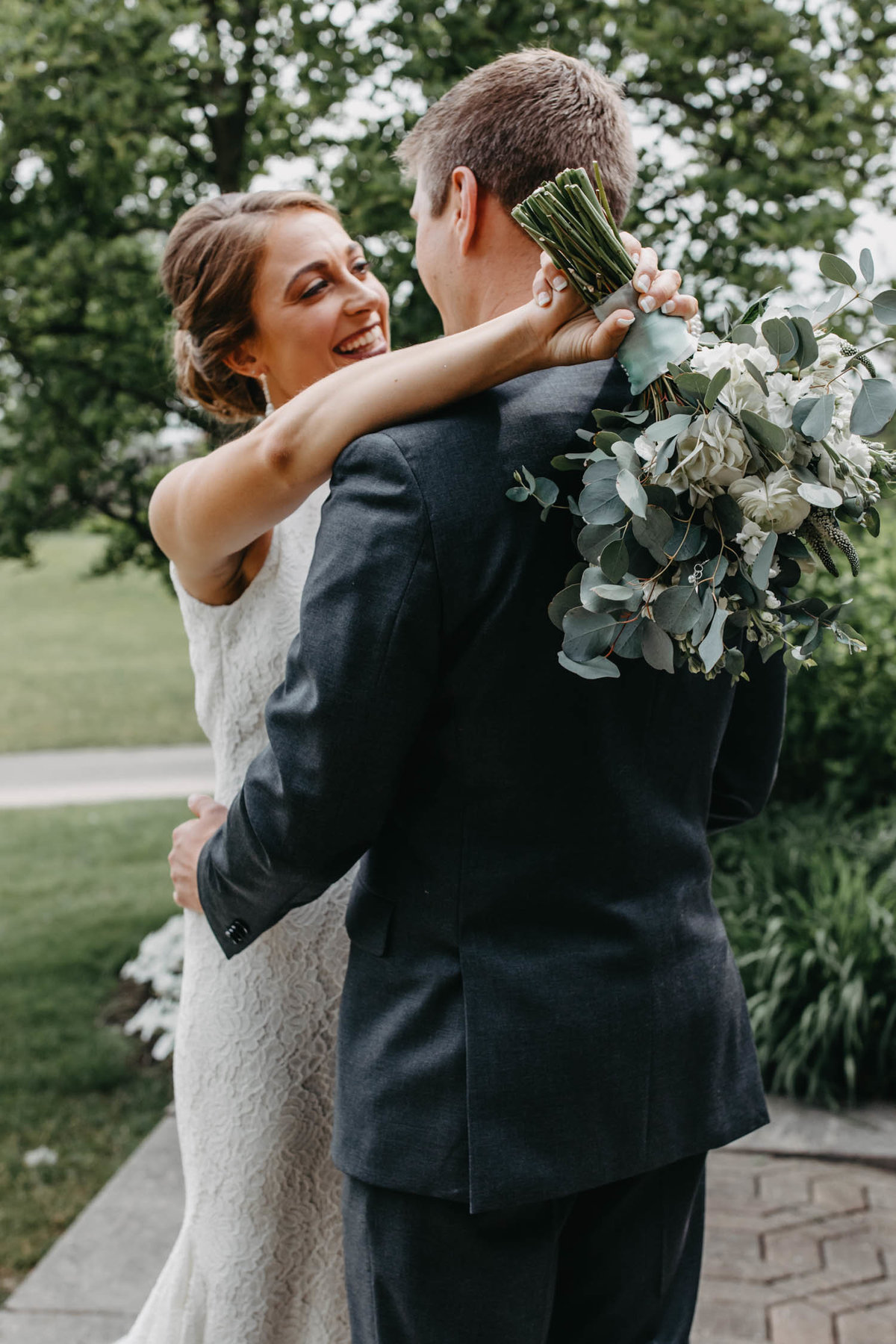 first-look-wedding-photo-ruffled-feathers-golf-course-2