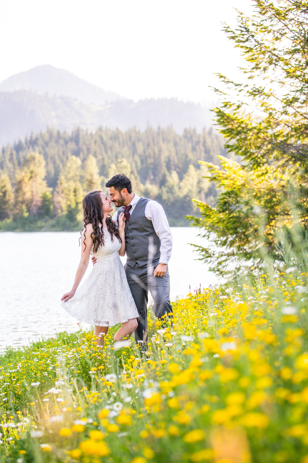 Gold-Creek-Pond-summer-engagement-pictures-004