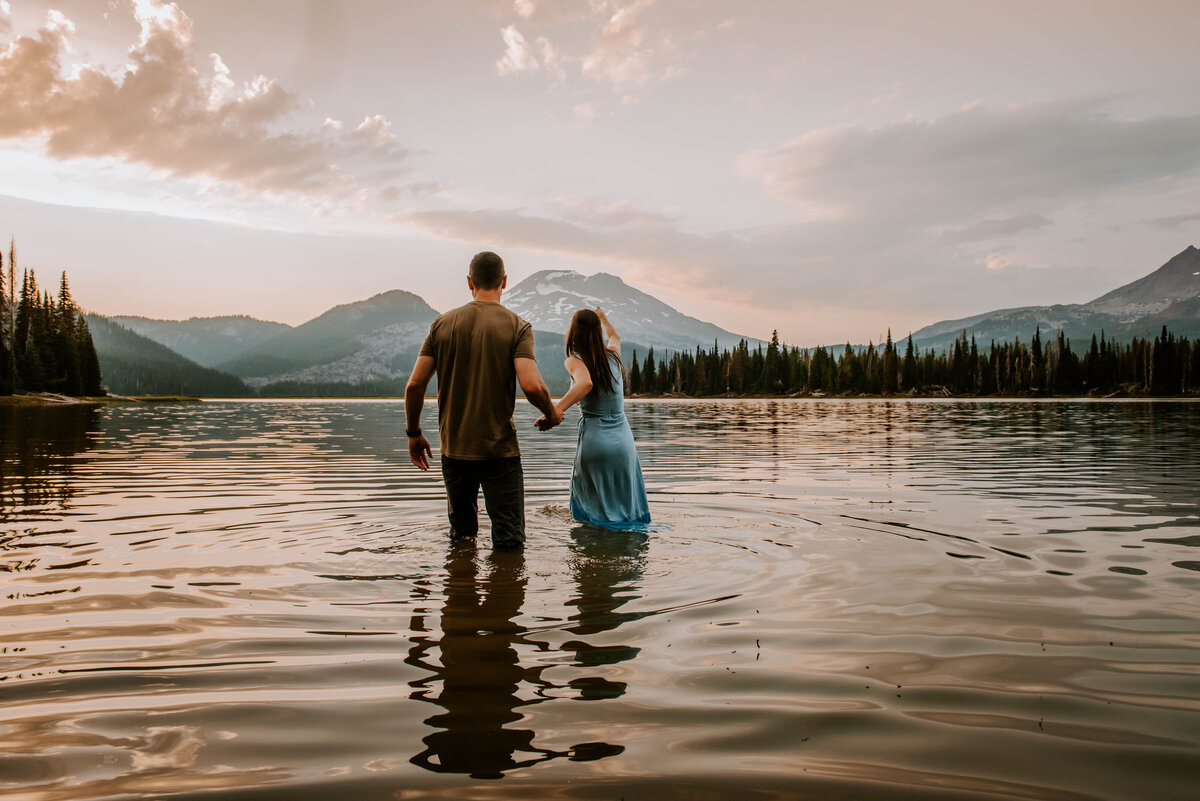 sparks-lake-oregon-couple-photographer-elopement-bend-lakes-bachelor-sisters-sunset-5994