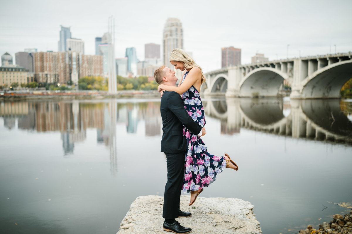 Machine-Shop-Minneapolis-Engagement-Skyline-Wedding