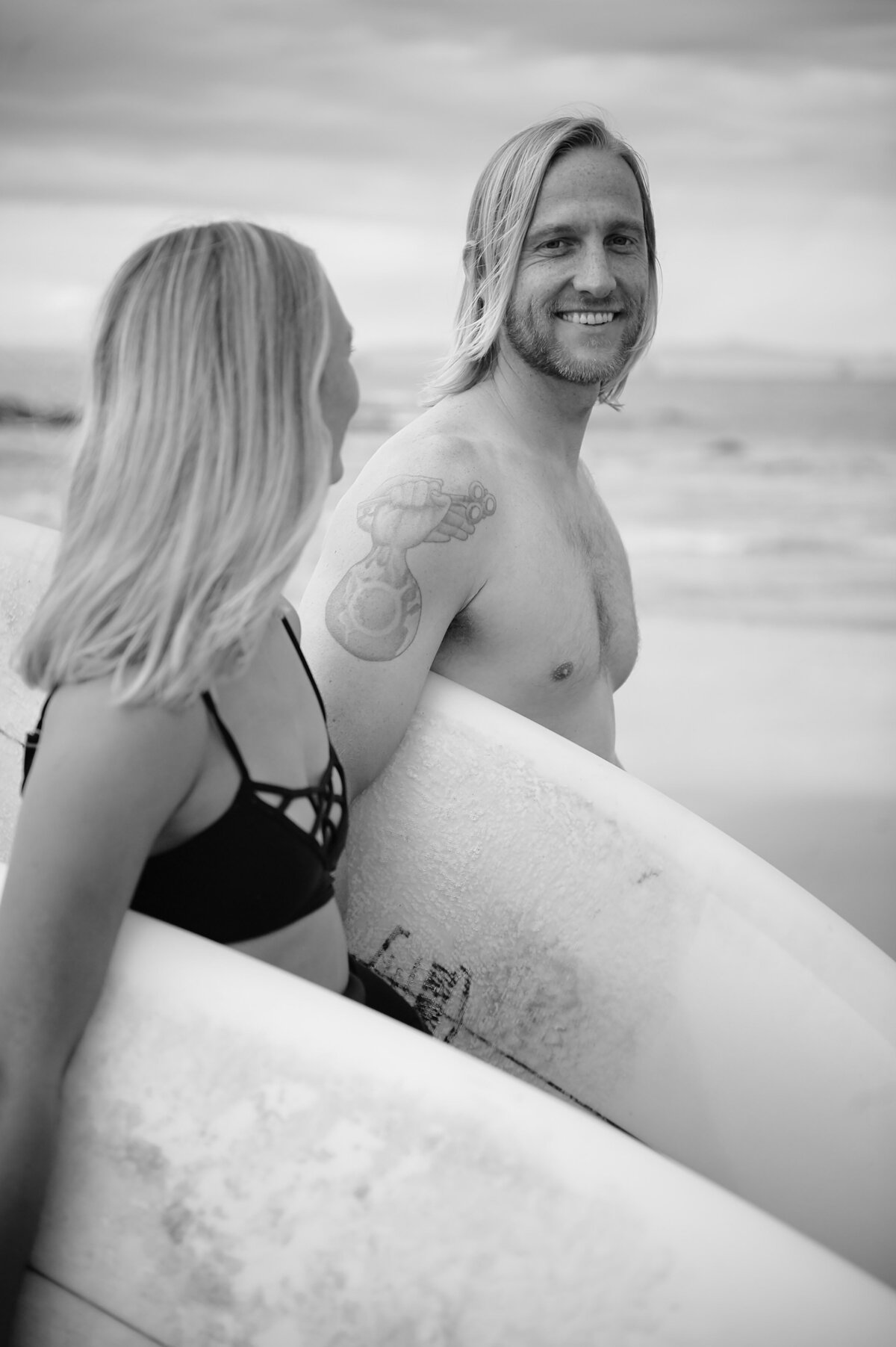surfer-laughing-los-angeles