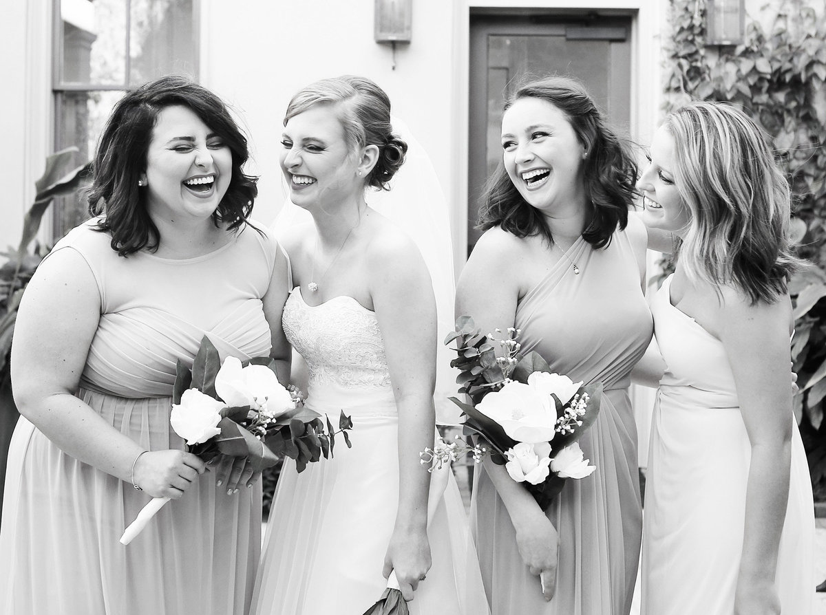 Southern-Hotel-Wedding-bridesmaids-laughing