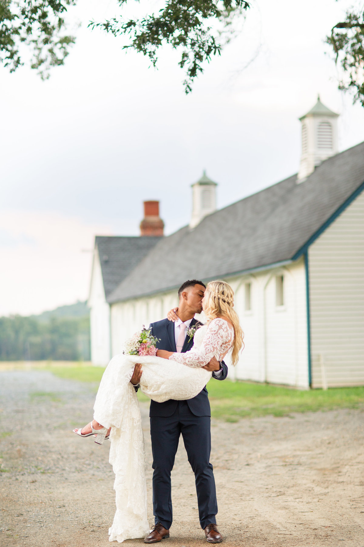 Great Meadow Event Park wedding in Virginia by Marie Hamilton Photography