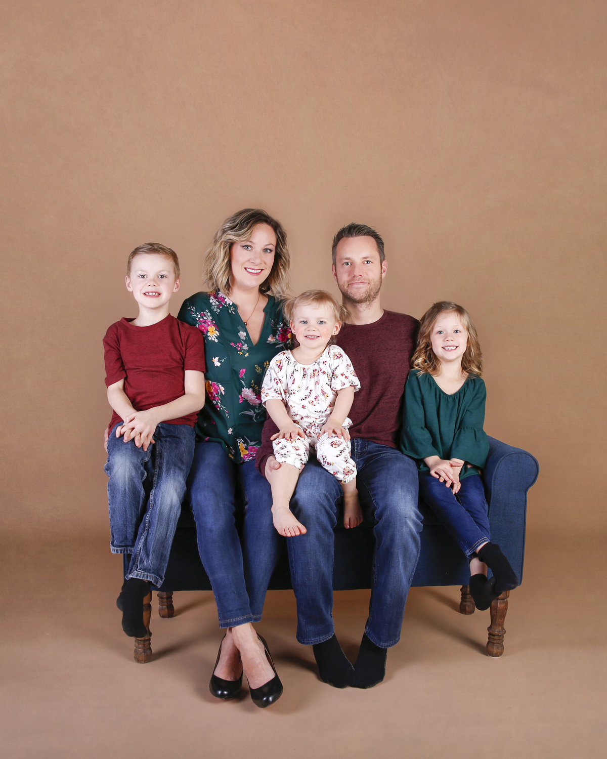 Wendy Goetz and her family of five of Belliam Photos