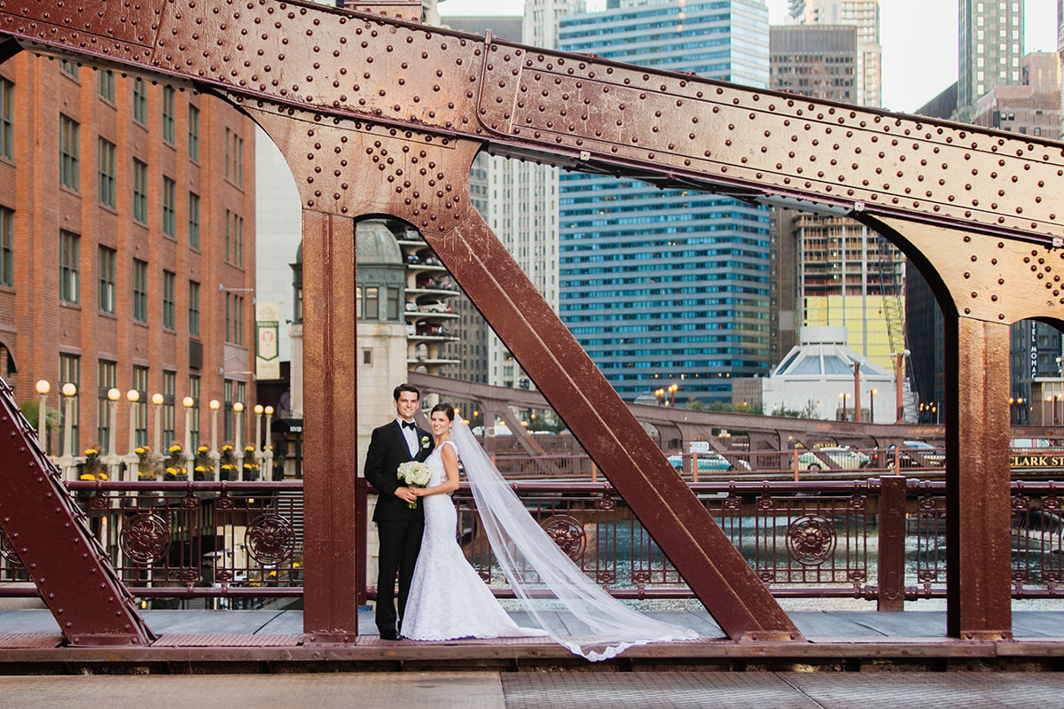 LaSalleStreetBridgeWeddingPhoto