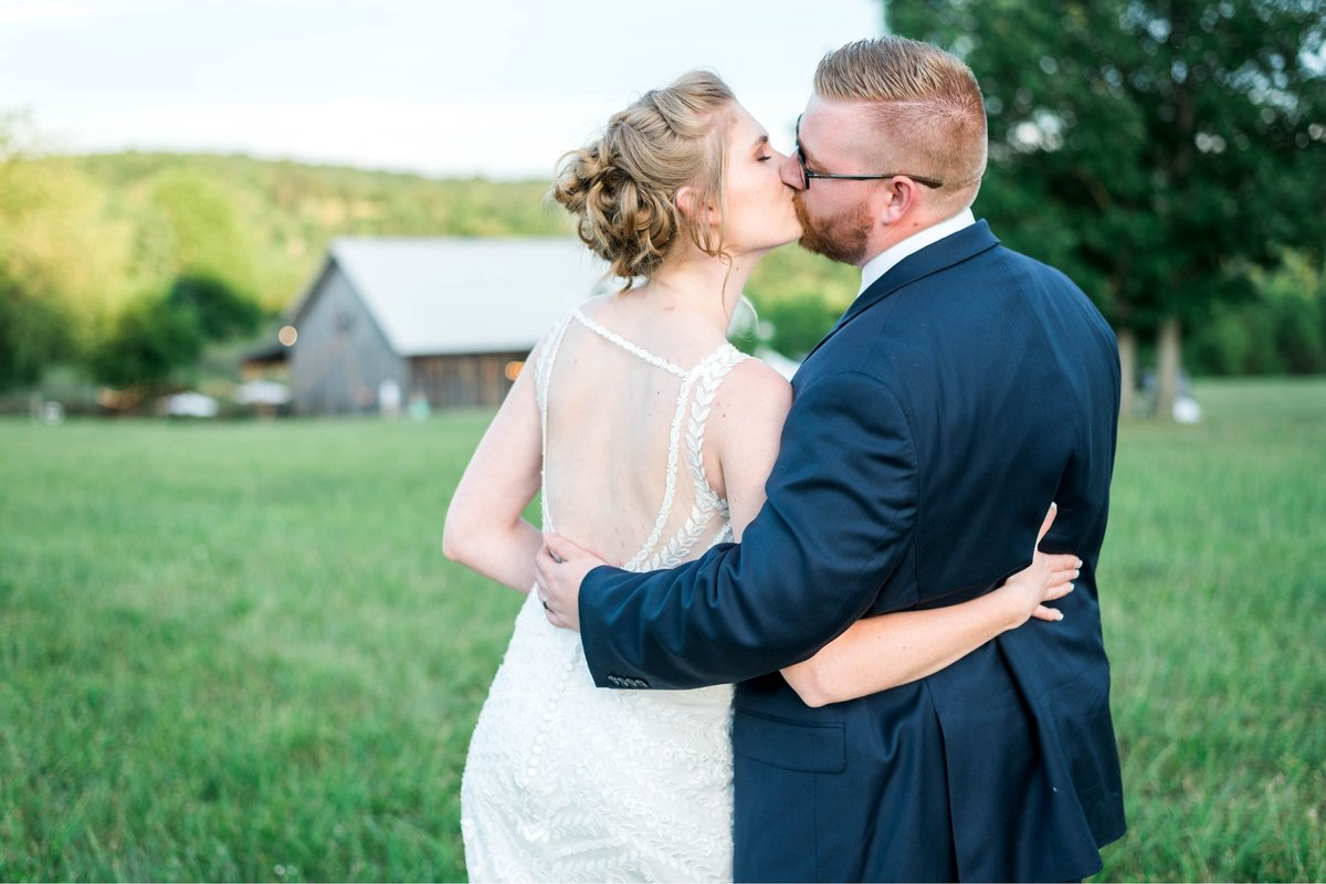 SorellaFarms_VirginiaWeddingPhotographer_BarnWedding_Lynchburgweddingphotographer_DanielleTyler+28(2)