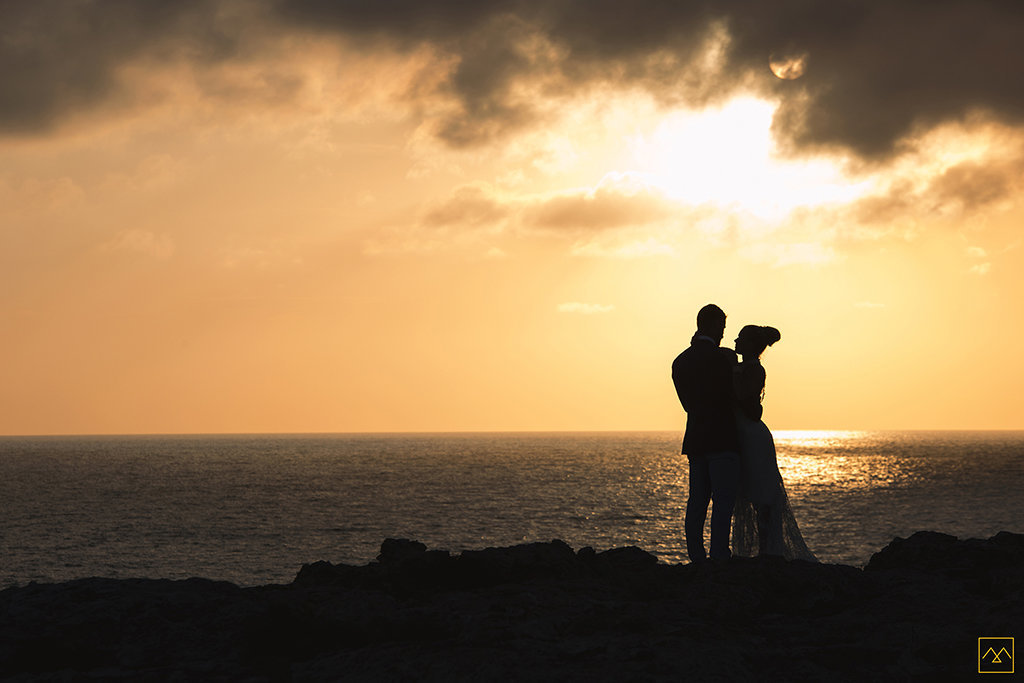 Amedezal-wedding-photographe-inspiration-Formentera-robe-Gervy-surmon31-alliances-Antipodes-MonTrucenBulle-PauletteDerive-coucher-soleil-doré