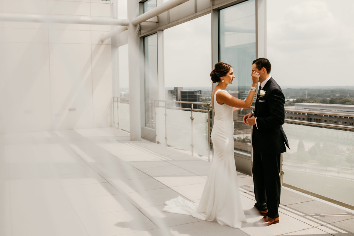 chicago-wedding-photographer-first-look-veil-11