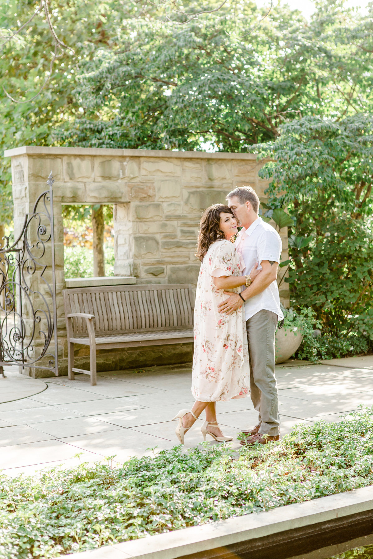 Cleveland-engagement-wedding-photographer-botanical-garden-museum-of-art001