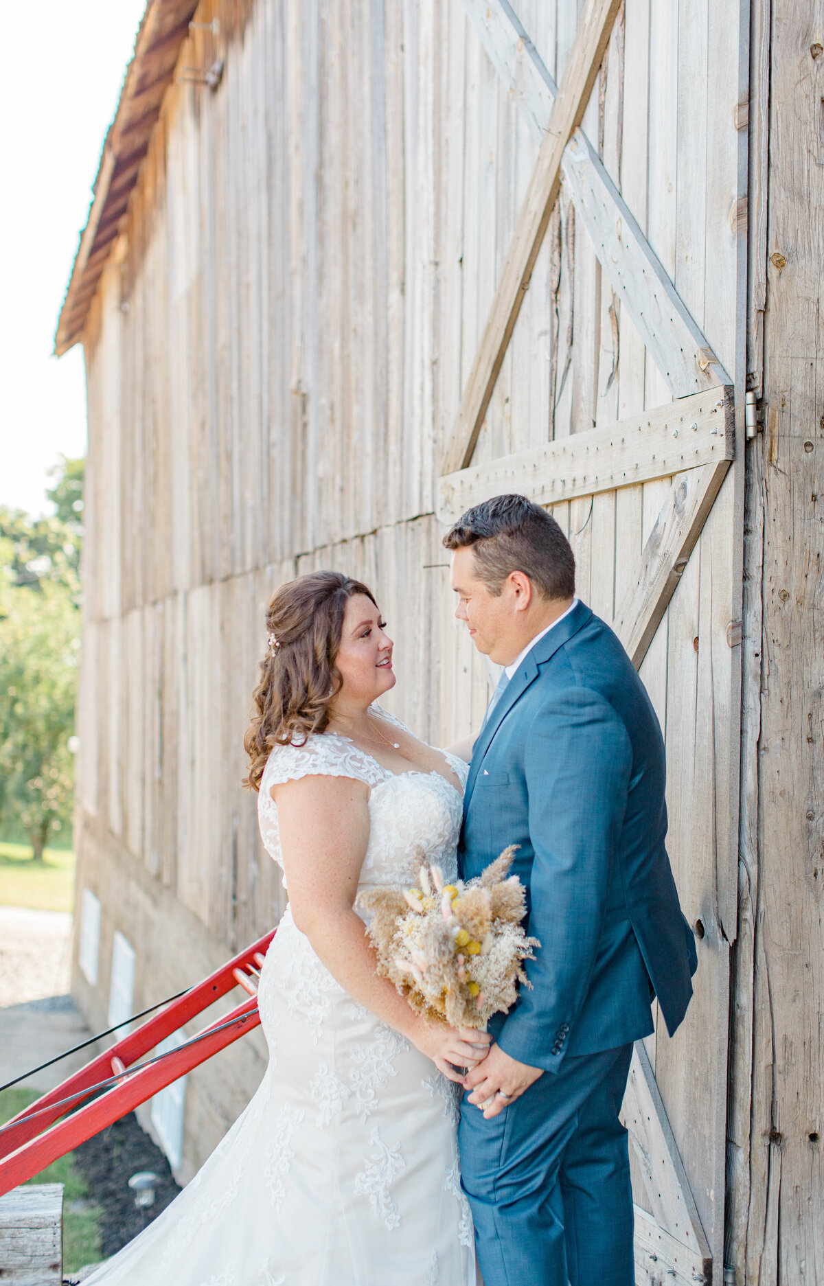 laura-ben-campbell-farm-white-lake-wedding-grey-loft-studio-2020-119