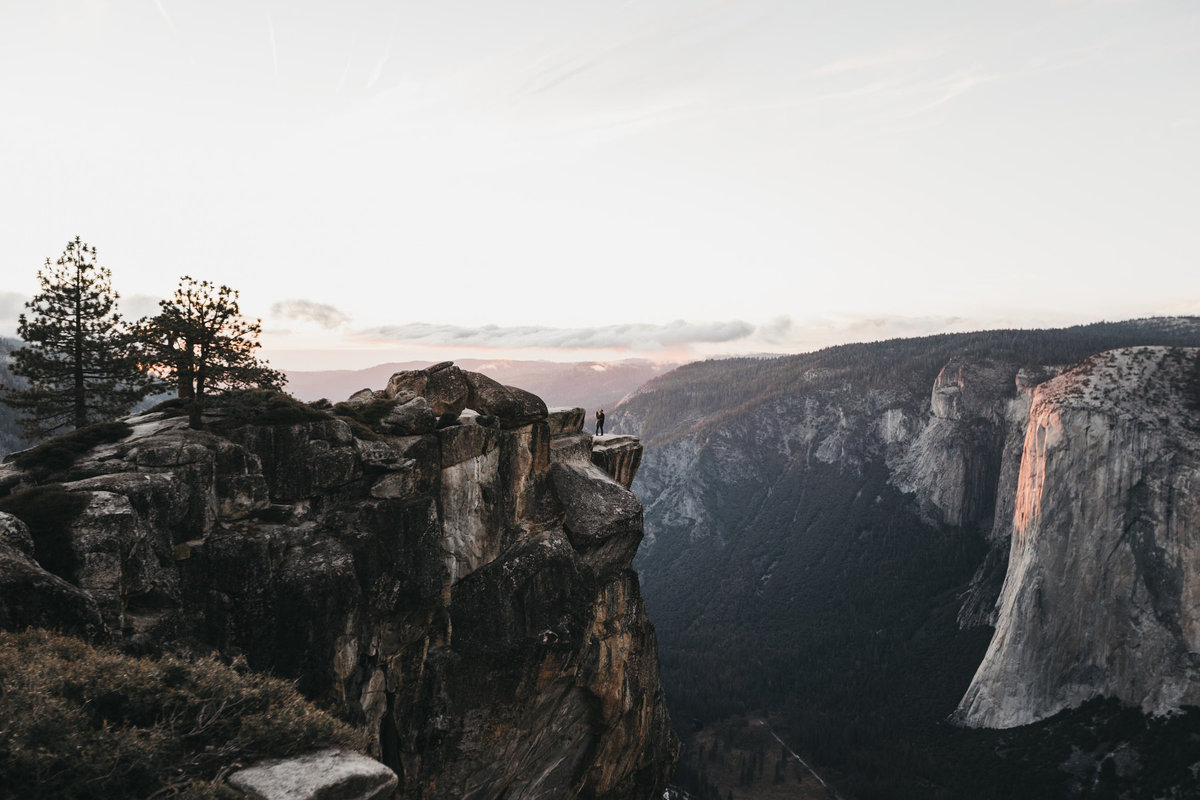 athena-and-camron-how-to-elope-in-yosemite-valley-taft-point52