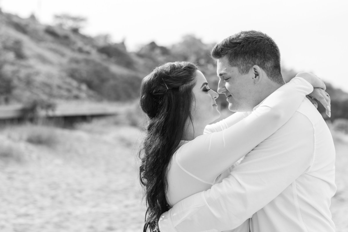 atwater-beach-engagement-milwaukee-the-paper-elephant-023