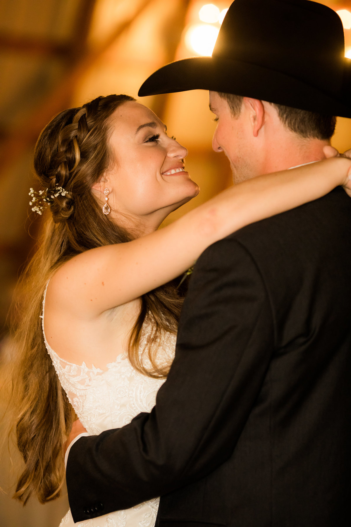 Nsshville Bride - Nashville Brides - The Hayloft Weddings - Tennessee Brides - Kentucky Brides - Southern Brides - Cowboys Wife - Cowboys Bride - Ranch Weddings - Cowboys and Belles160