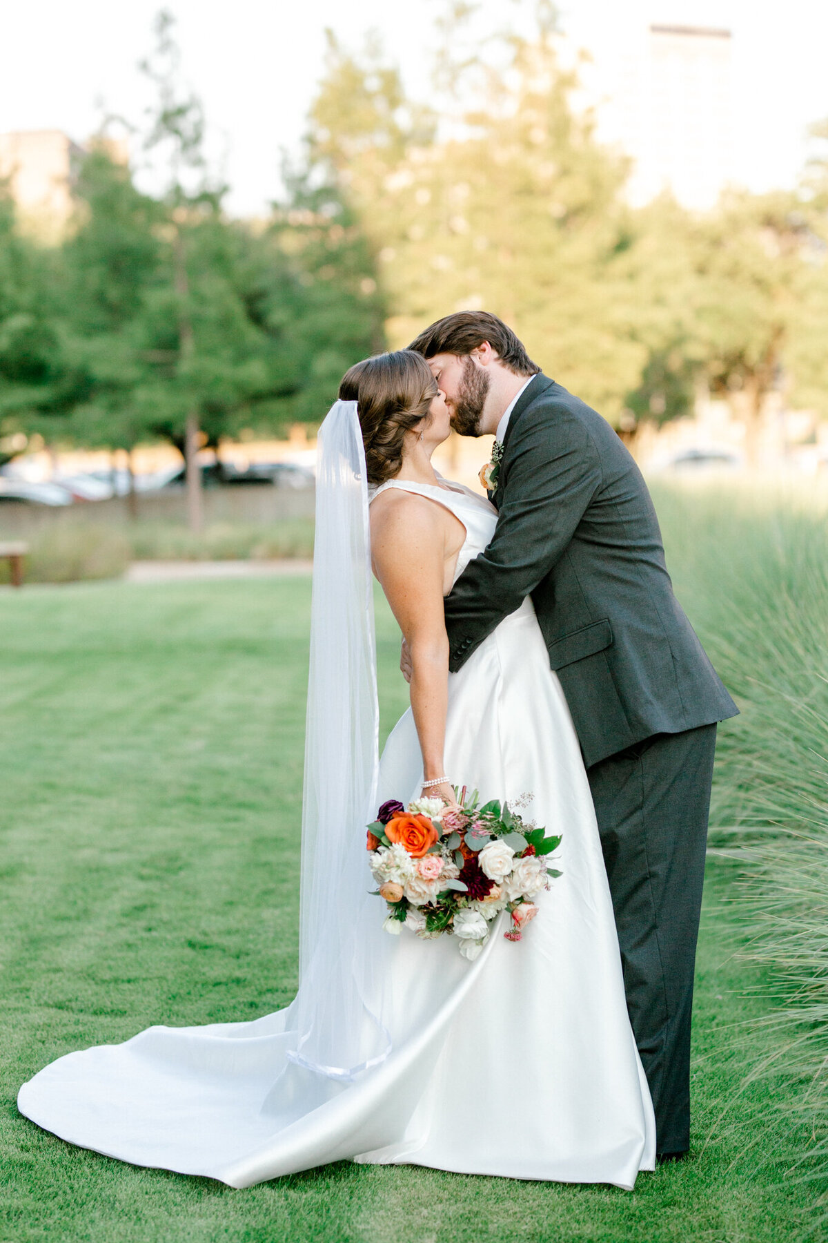 Kaylee & Michael's Wedding at Watermark Community Church | Dallas Wedding Photographer | Sami Kathryn Photography-7