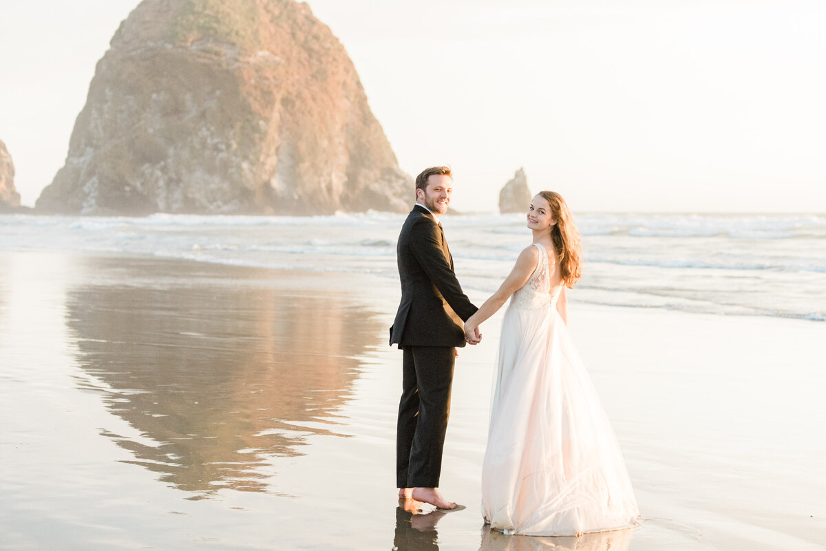 Cannon-Beach-Elopement-Photographer-61
