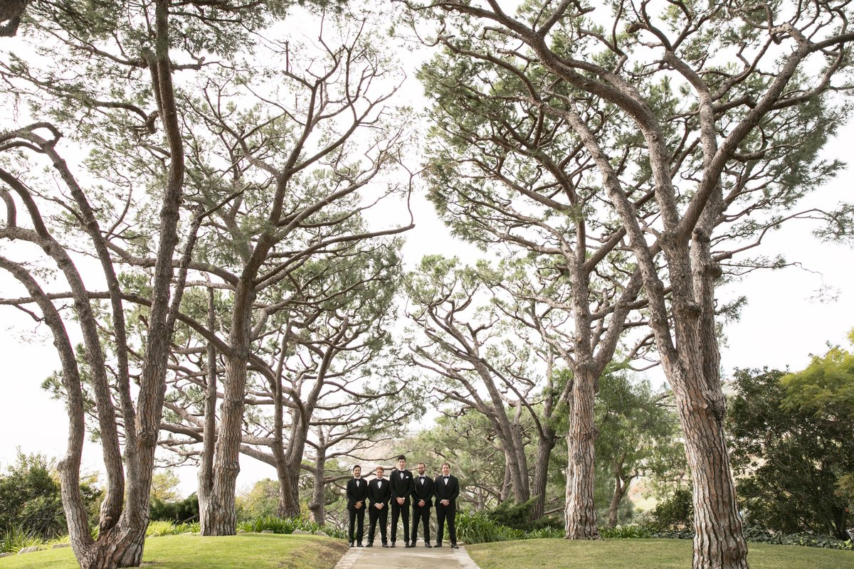 wayfarers_chapel_wedding_groom_groomsmen