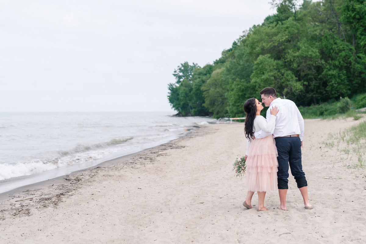 atwater-beach-engagement-milwaukee-the-paper-elephant-033