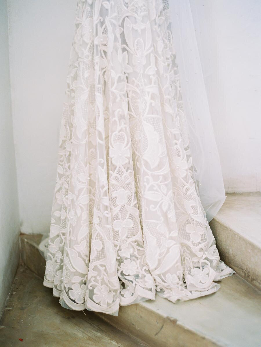 Details of Naeem Khan Wedding Dress White Lace Bonnie Sen Photography