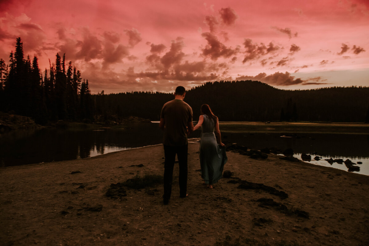 sparks-lake-oregon-couple-photographer-elopement-bend-lakes-bachelor-sisters-sunset-6449