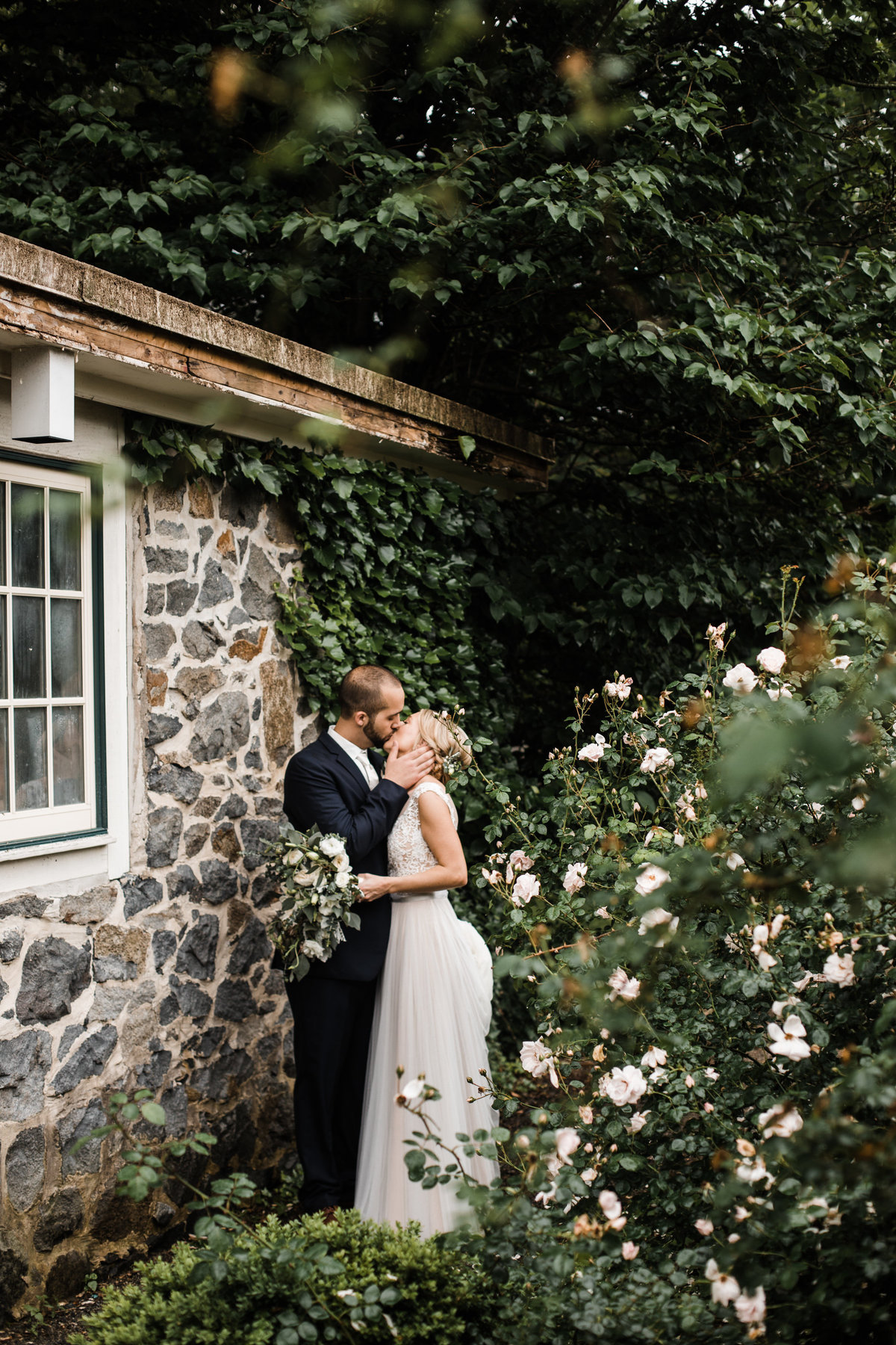 garden-wedding-carriage-house-at-rockwood-park-rebecca-renner-photography-93