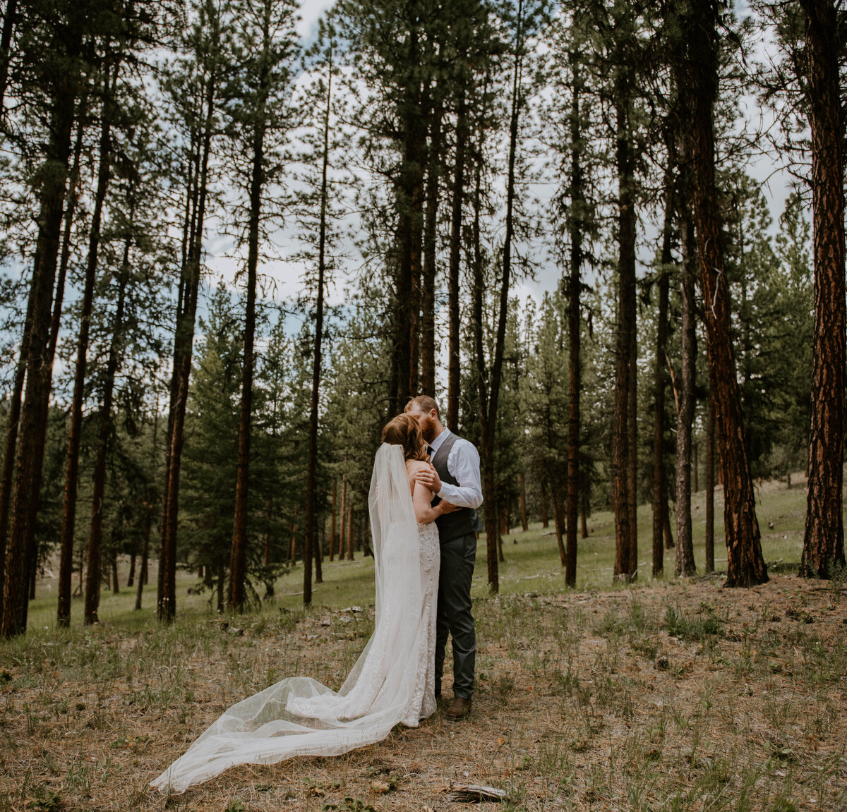 ochoco-forest-central-oregon-elopement-pnw-woods-wedding-covid-bend-photographer-inspiration1605