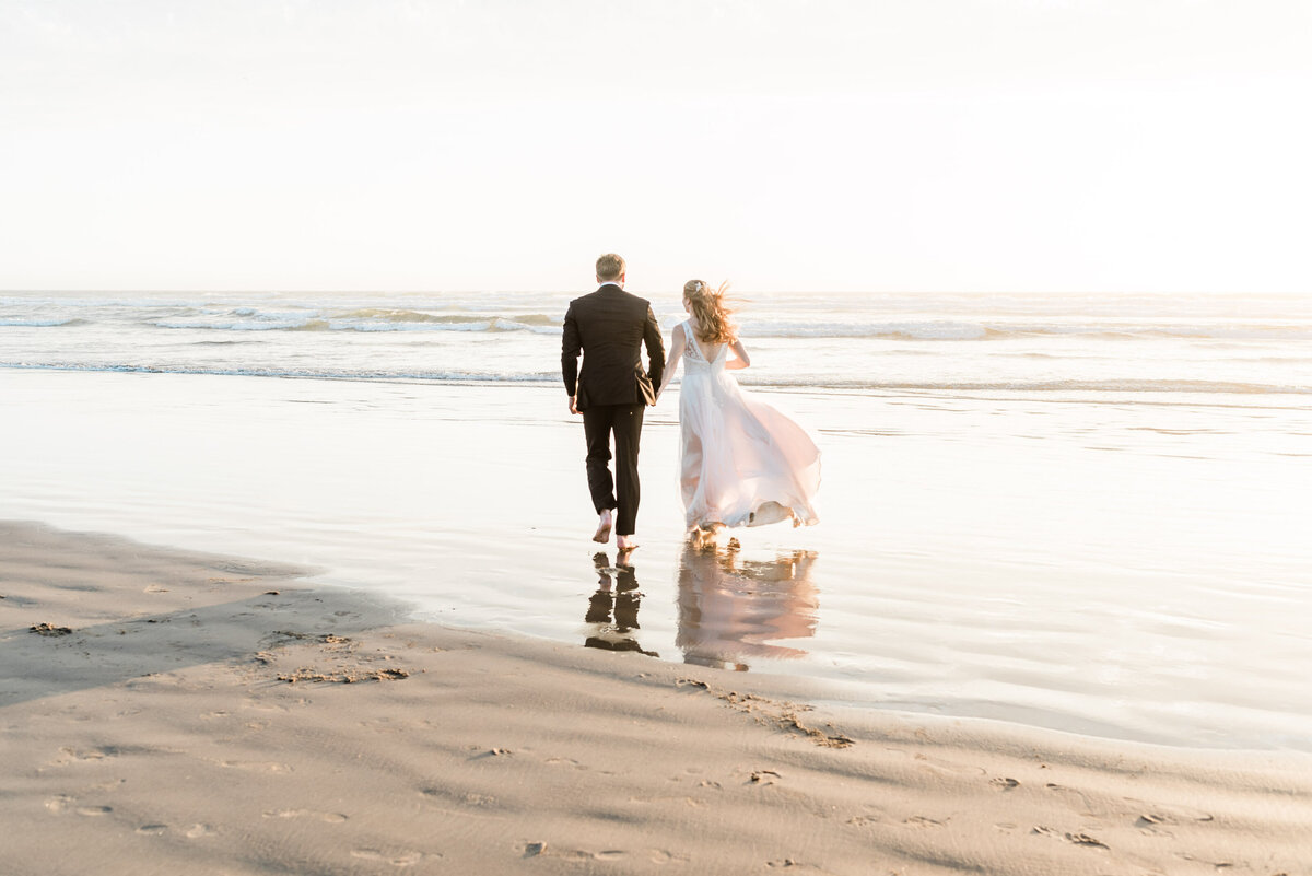 Cannon-Beach-Elopement-Photographer-54