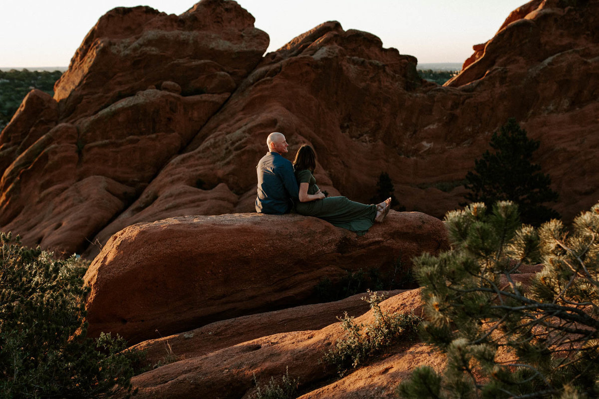colorado-springs-garden-of-the-gods-sunrise-couples-adventure-session-colorado-elopement-photographer-2