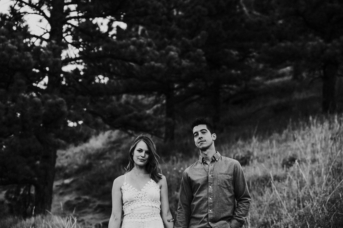 black and white photo of a couple at Settlers Park in Boulder, CO