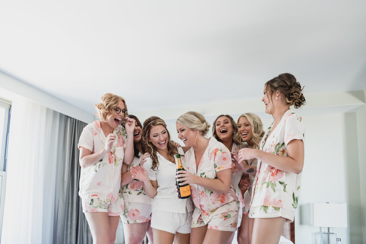 Summer pastel Colony Club wedding in Detroit Michigan by Kari Dawson Photography