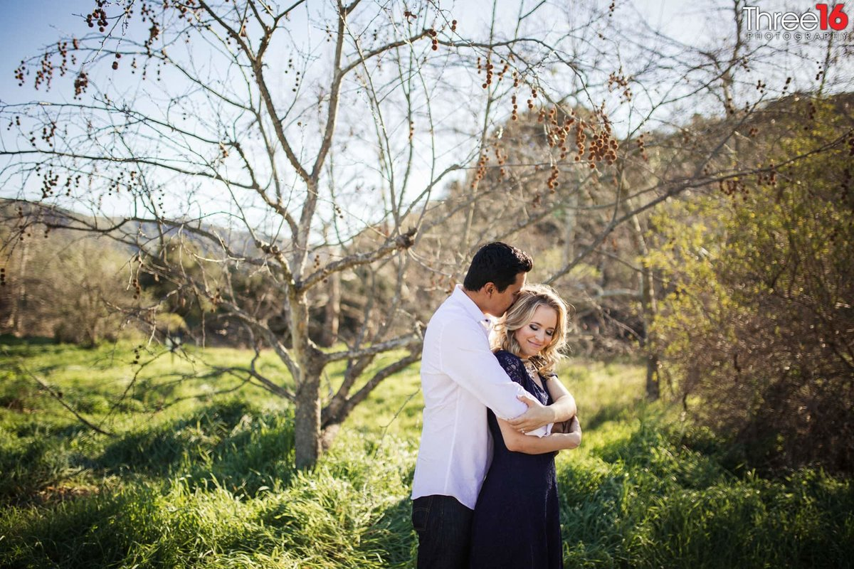 Laguna Coast Wilderness Park Engagement Photos Hiking Trails Professional Weddings_2