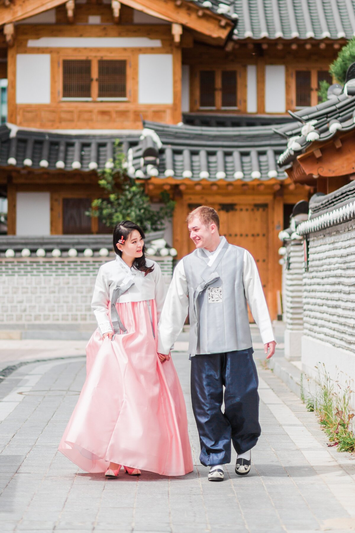 Seoul-South-Korea-Bridal-Engagement-Shoot-Eunpyeong-Village-Hanok-0017