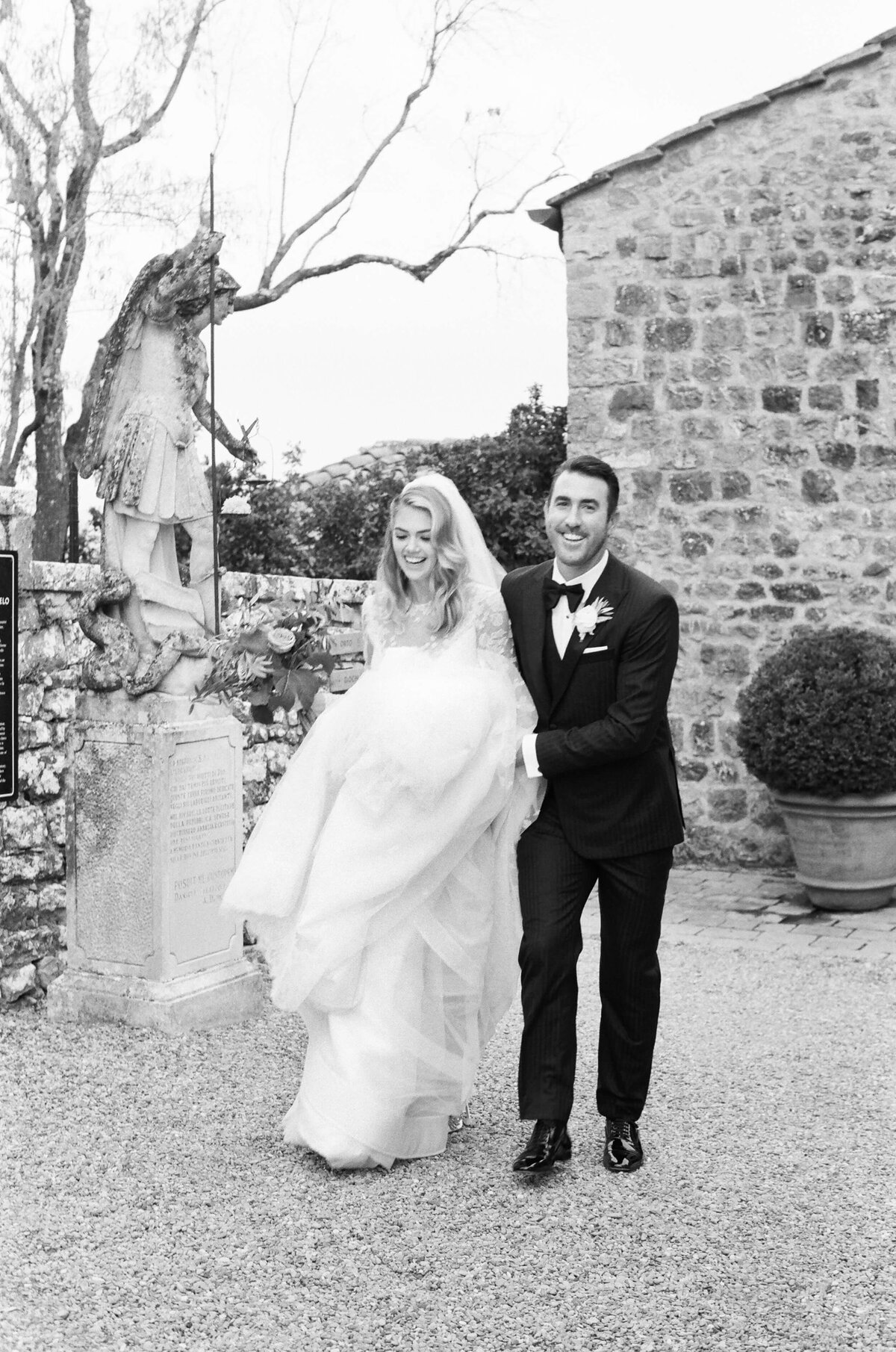 25-KTMerry-Kate-Upton-Justin-Verlander-Tuscany-wedding