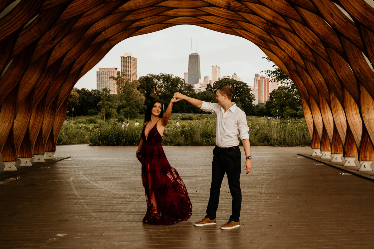 lincoln-park-couple-dancing