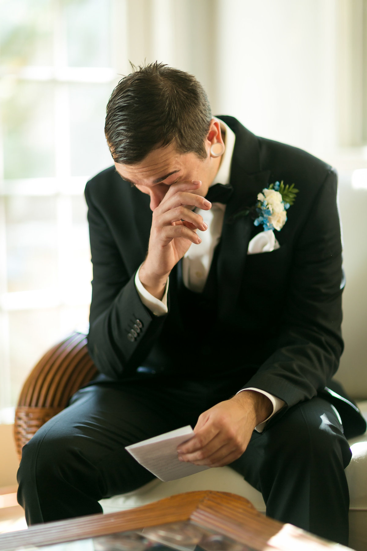 wedding-groom-reading-letter-2