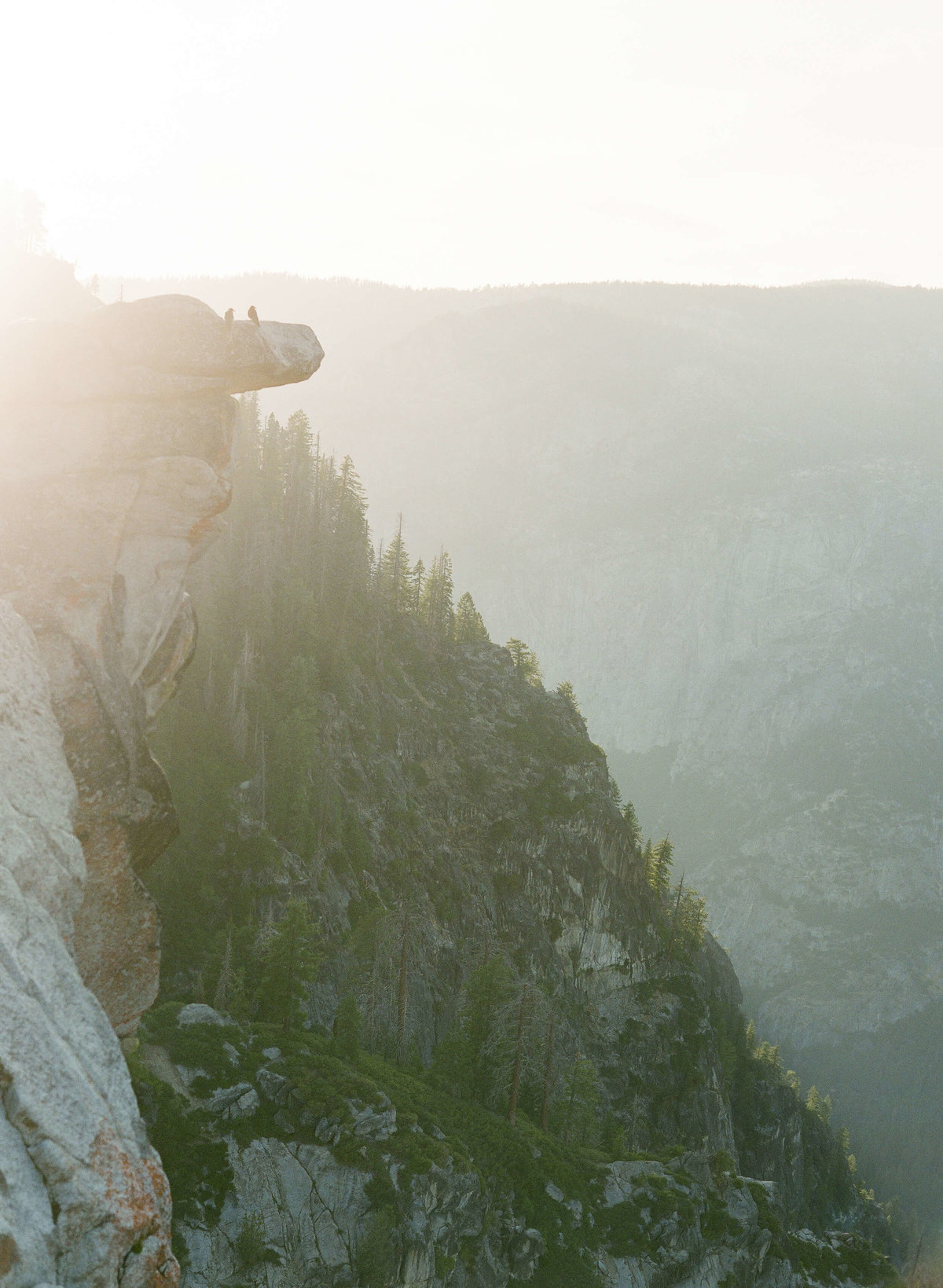 7-KTMerry-destination-engagement-photography-Yosemite-vista