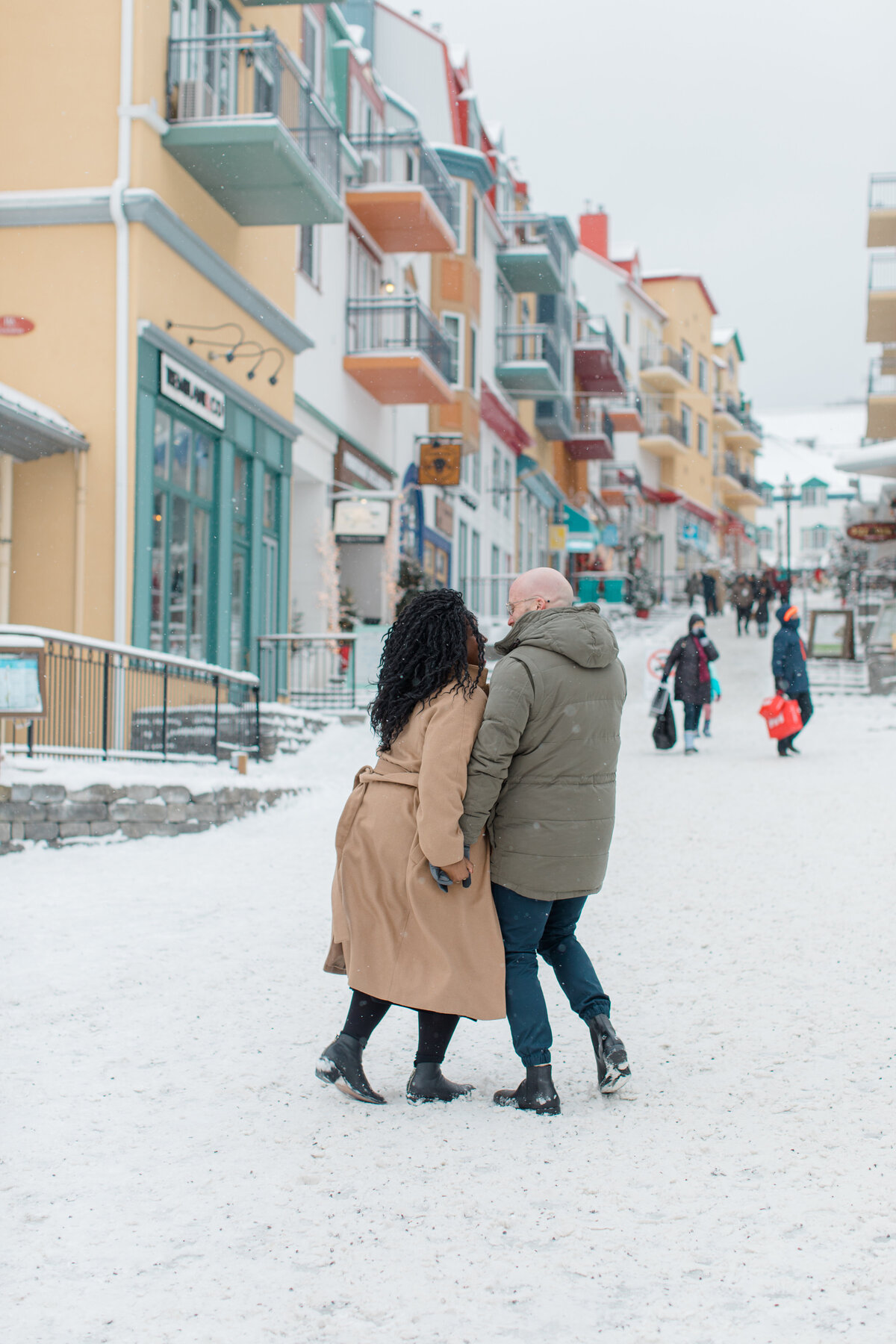 tremblant-winter-mountainside-engagement-session-grey-loft-studio-tremblant-village-45