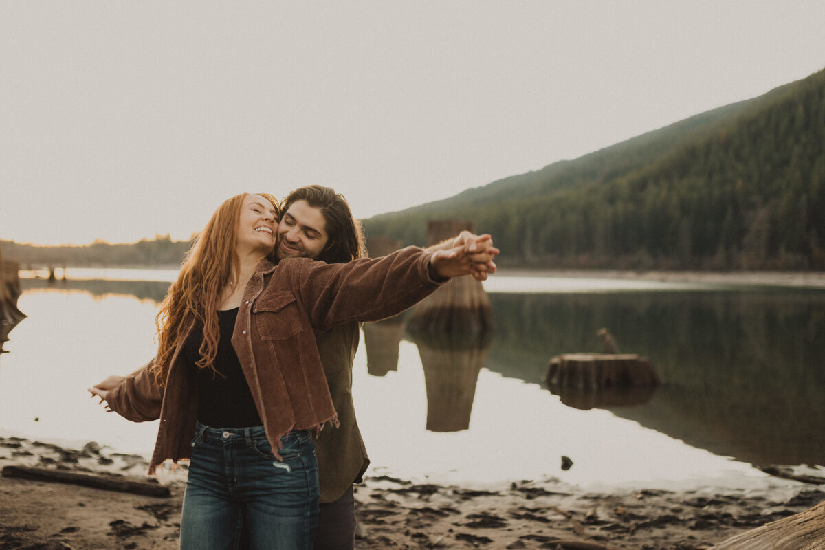 liv_hettinga_photography_seattle_lake_adventure_elopement-75