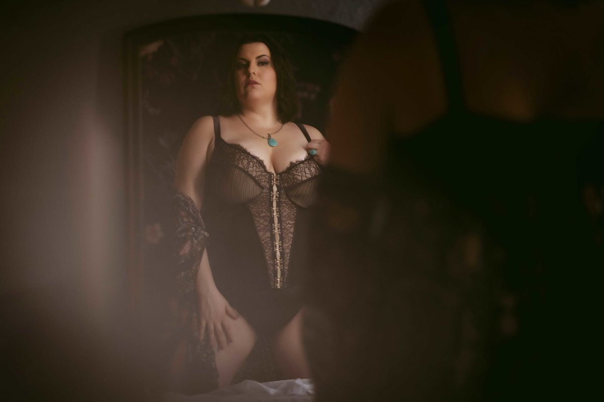 Velvet light boudoir photographer savannah boudoir photographer-57