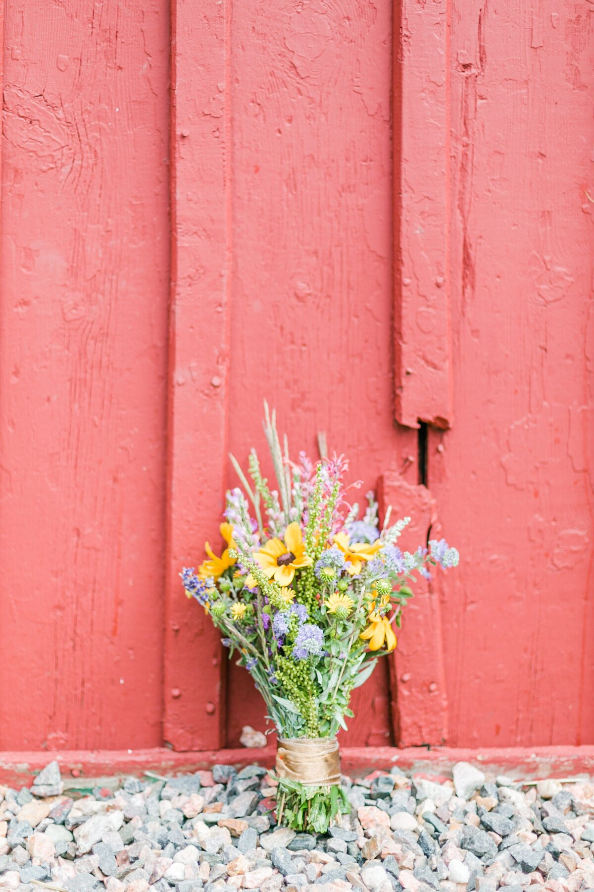 red-barn-golden-gate-canyon-colorado-rustic-wedding-mountains-farm-rocky-mountain-bride-0001