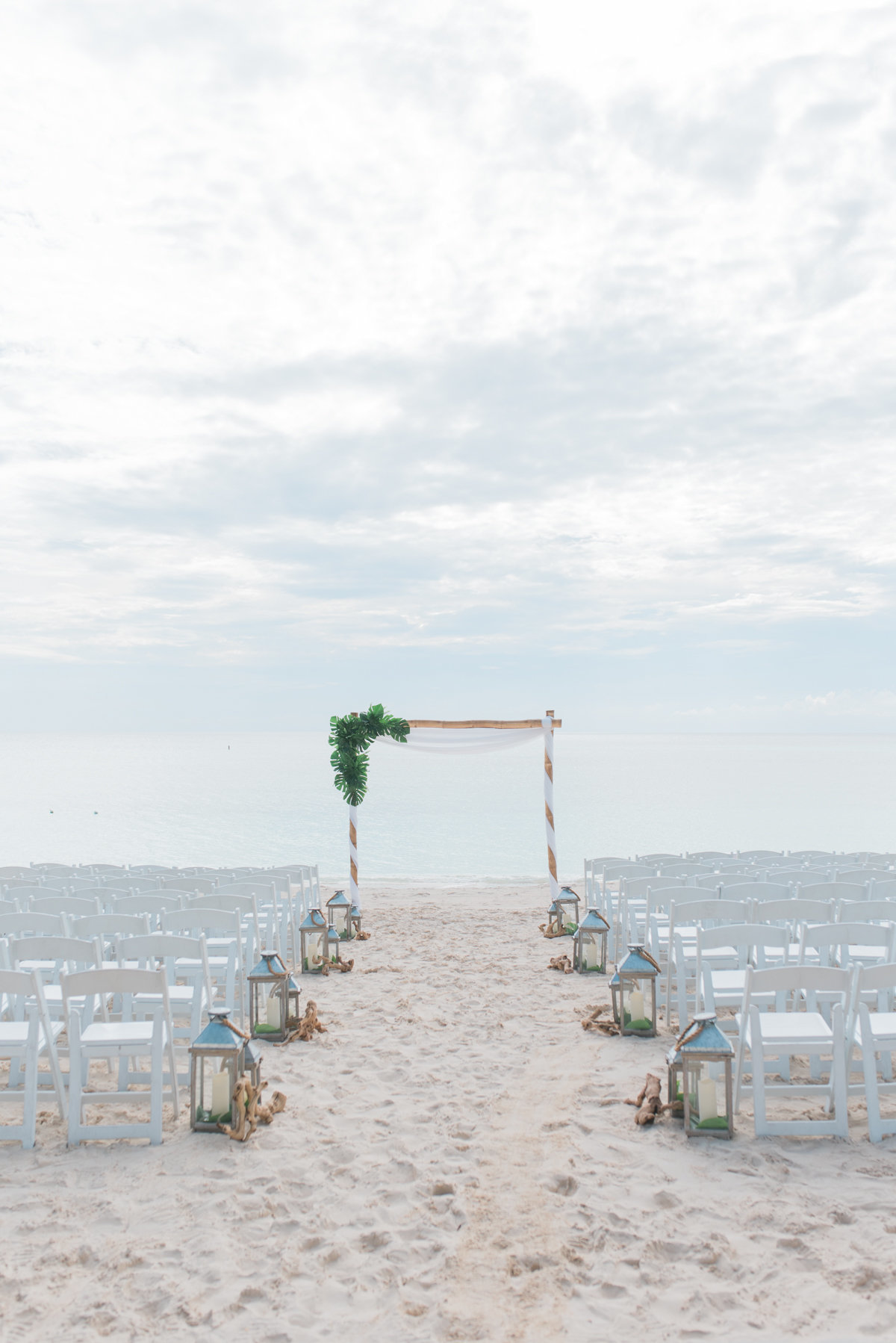 Sneak Alissa Kenny Wedding Grand Cayman Marriott _ Hello Blue Photo-17