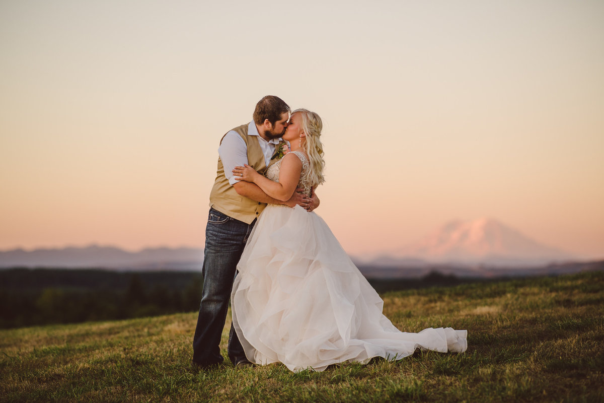 Seattle Wedding Photographer Karissa Roe Country Wedding Photos-2