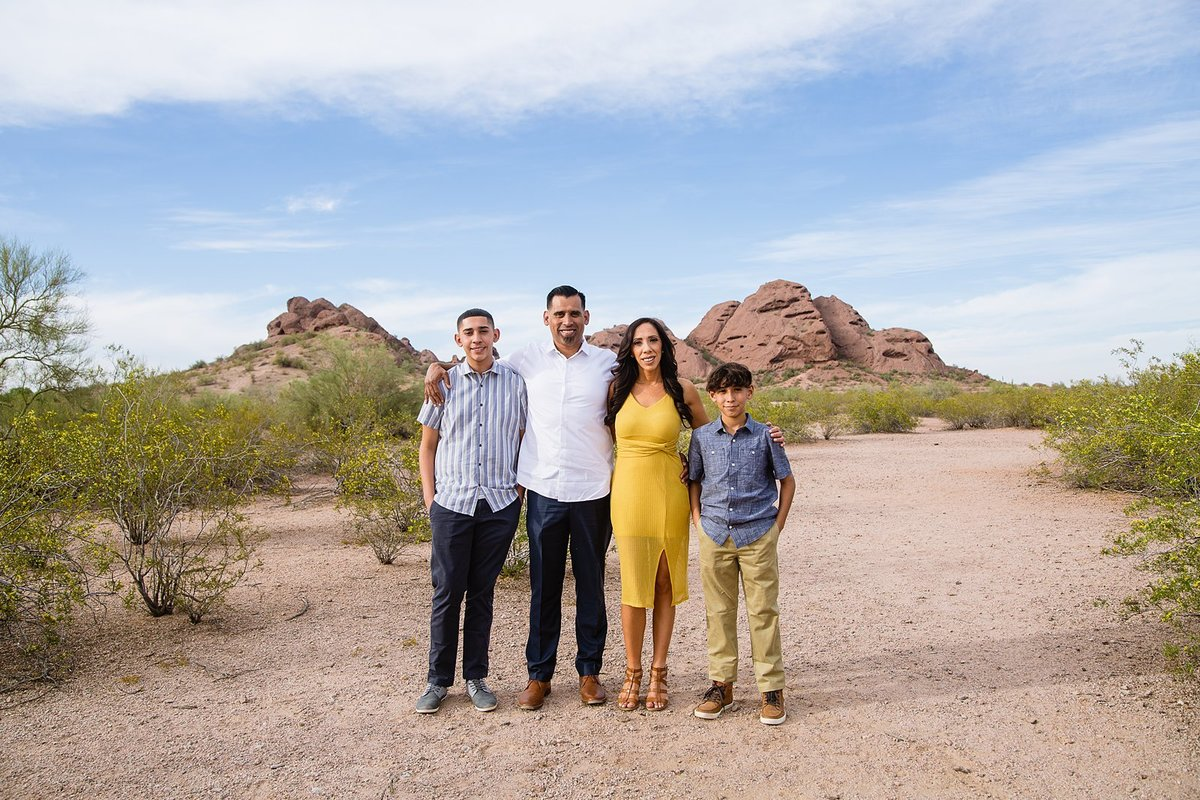 1803_Papago Park Family Session_0035