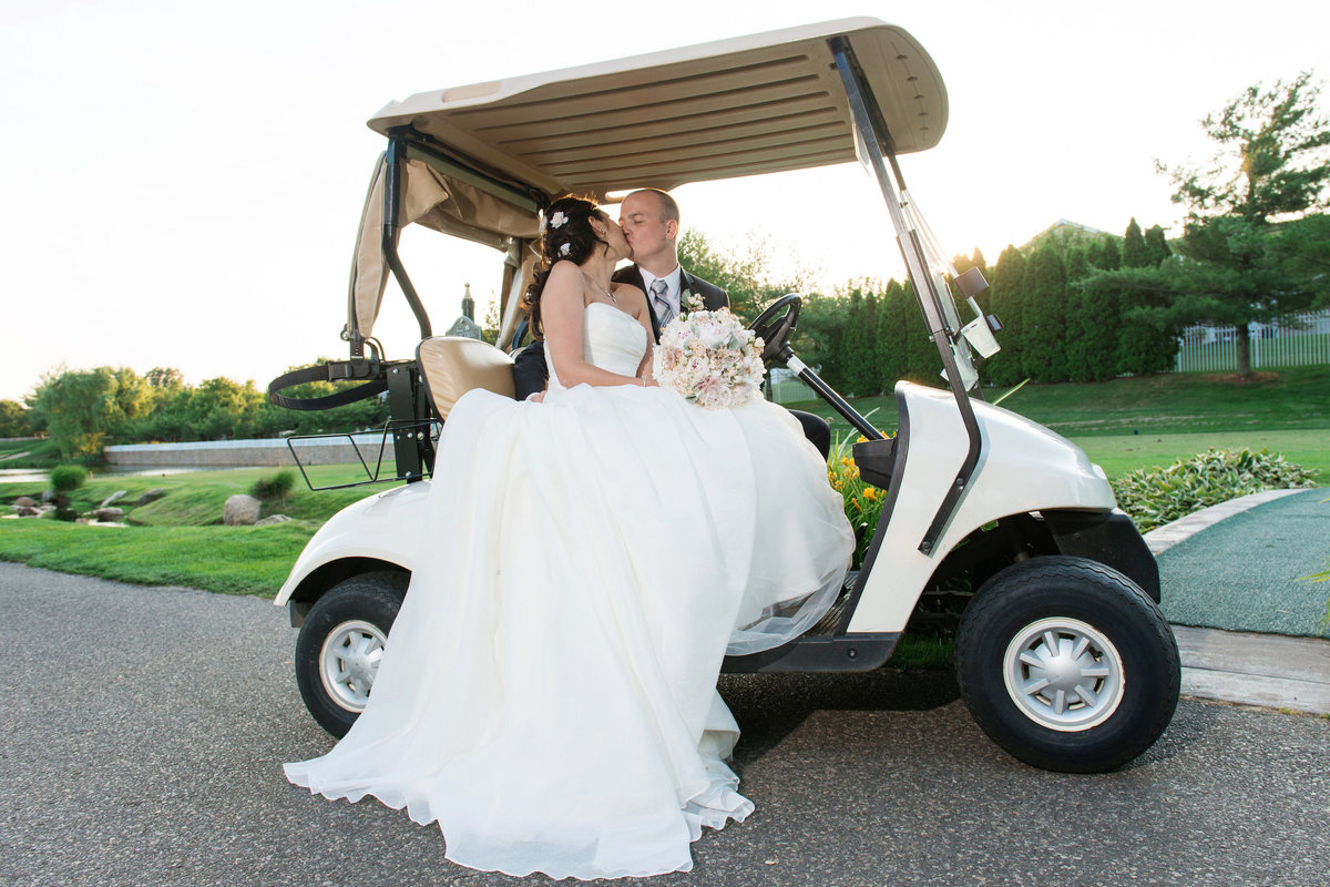 bride and groom in golf cart at Willow Creek Golf and Country Club