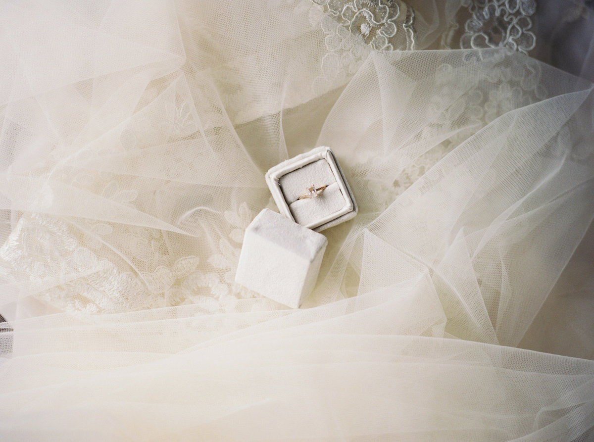 WHEN-SHE-KNEW-PHOTOGRAPHY-ADORN-MAGAZINE-ETHEREAL-BRIDAL-WEDDING-EDITORIAL-OREGON-35
