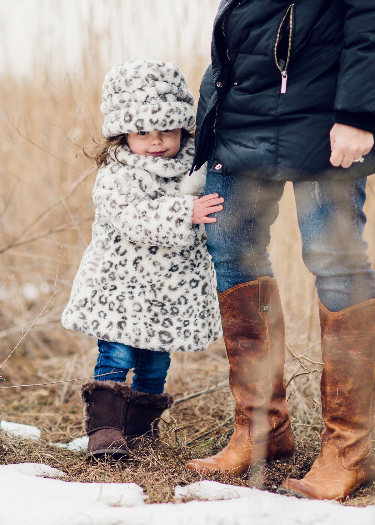 Des-Moines-Iowa-Family-Photographer-Theresa-Schumacher-Winter-Mom-Daughter-Boots
