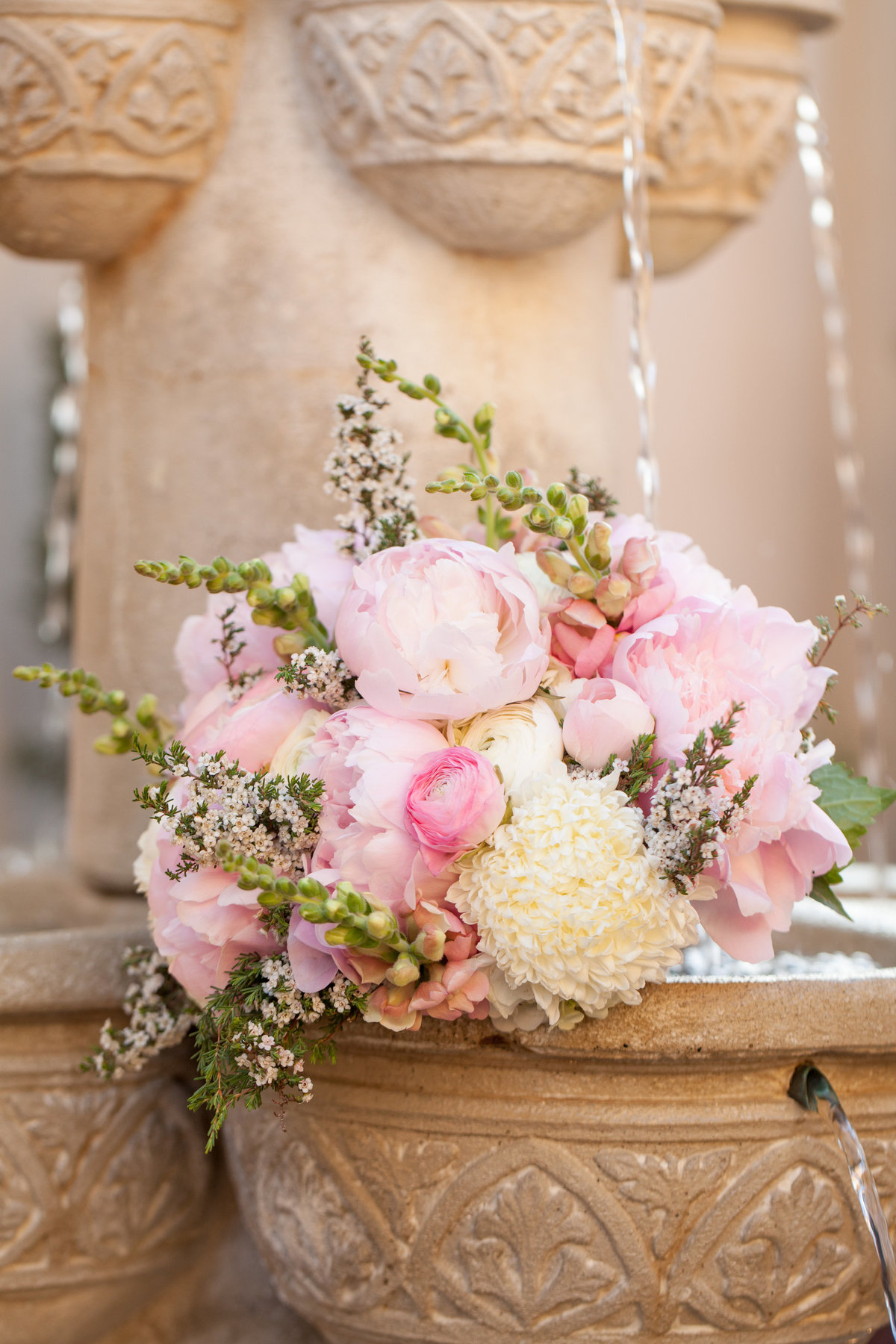 ma maison wedding photographer bridal bouquet fountain 2550 Bell Springs Rd, Dripping Springs, TX 78620