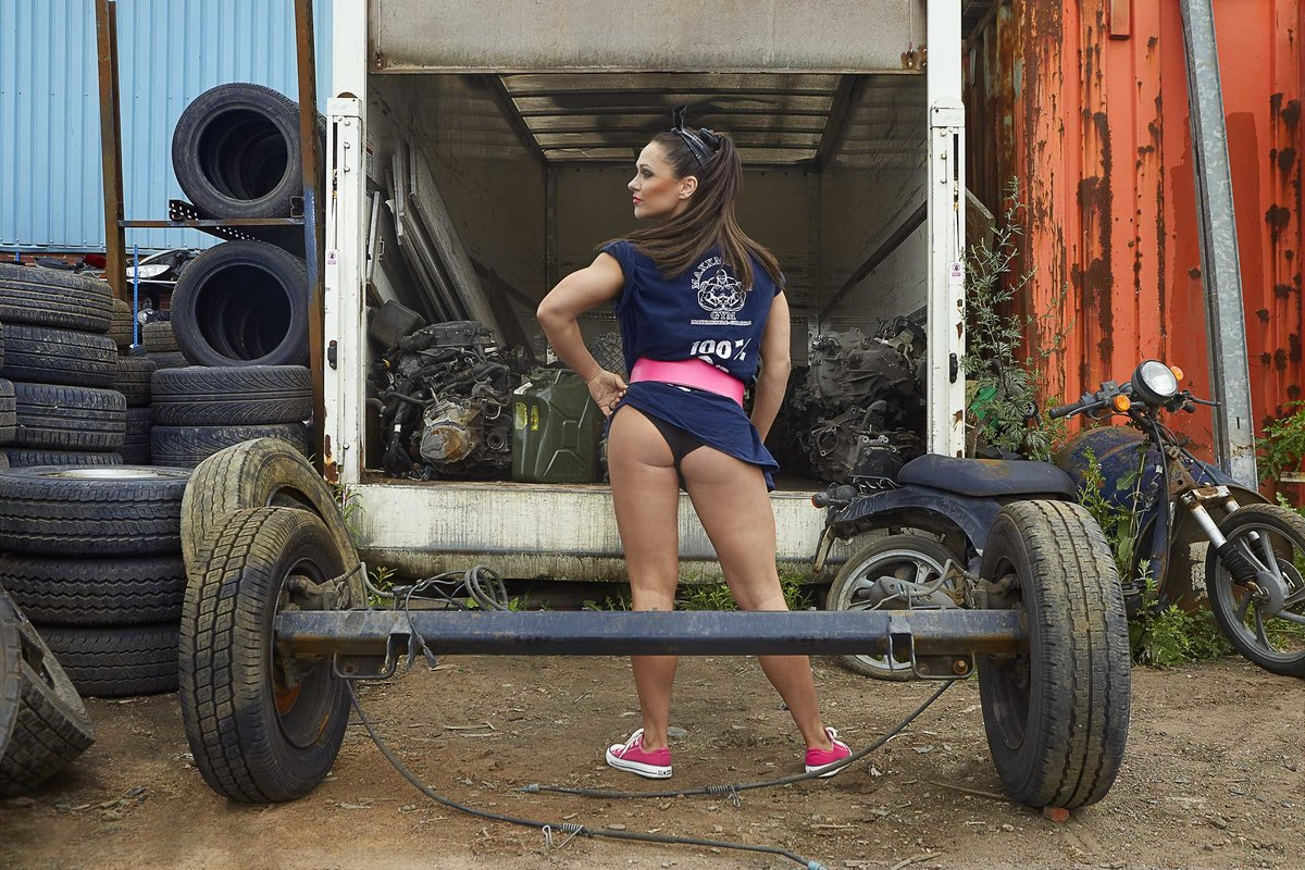 Kizzy-Vaines-Junk-Yard-Shoot-0596-edit
