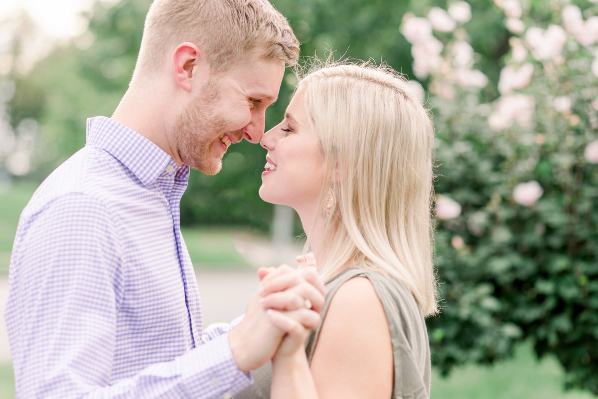 Cincinnati-engagement-wedding-photographer-eden-park-art-museum-smale-riverfront003
